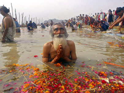 praying-in-the-ganges.jpg